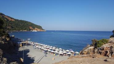 Velanio, Liegen (von oben-Weg zum Strand)